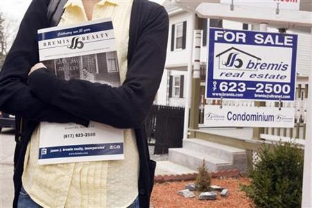 A prospective home buyer visits a condominium for sale in Medford, Massachusetts, April 2, 2009. REUTERS/Brian Snyder