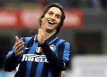 <p>Zlatan Ibrahimovic, do Inter de Milão, pode ser trocado por Samuel Eto'o e Alexander Hleb, do Barcelona. REUTERS/Alessandro Garofalo</p>