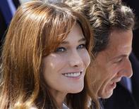 <p>Carla Bruni, em foto de arquivo, que se apresentará em Nova York durante show de Nelson Mandela e será assistida pelo seu marido, o presidente francês Nicolas Sarkozy (à direita). REUTERS/Gonzalo Fuentes</p>