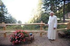 <p>Il Papa in vacanza in Val d'Aosta. REUTERS/Osservatore Romano (ITALY RELIGION HEALTH)</p>