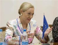 <p>Foto de archivo de la Comisaria de Relaciones Exteriores de la UE, Benita Ferrero-Waldner, en Minsk, 22 jun 2009. La Unión Europea (UE) dijo el lunes que quiere reforzar su vínculo político con Argentina, tal como lo ha hecho en los últimos años con México y Brasil, mientras busca que la tercera economía latinoamericana adopte su norma para la televisión digital. REUTERS/Vasily Fedosenko</p>