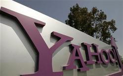 <p>Логотип Yahoo перед штаб-квартирой компании в городе Саннивейл в Калифорнии 5 мая 2008 года.Компания Yahoo Inc сообщила о намерении представить полностью перестроенную версию своей основной интернет-страницы во вторник. Таким образом, Yahoo стремится стать более удобной поисковой системой для веб- пользователей и увеличить выручку от продажи рекламы. REUTERS/Robert Galbraith</p>