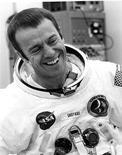 <p>Первый американец в Космосе астронавт Алан Шепард при подготовке к миссии на Луну 31 января 1971 года. Алан Шепард скончался 21 июля 1998 года в возрасте 74 лет. REUTERS/NASA</p>