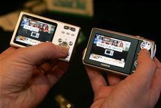<p>Apparecchi Fujifilm che impiegano la tecnologia IRsimple per il trasferimento wireless di foto. REUTERS/Las Vegas Sun/Steve Marcus</p>