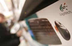 <p>Logitech a enregistré une perte nette de 36 millions de dollars au titre de son premier trimestre 2009/10, clos fin juin, après avoir réalisé un bénéfice net de 29 millions à la même période de l'exercice précédent. /Photo d'archives/REUTERS/Michael Buholzer</p>
