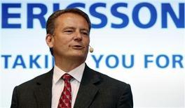 <p>Le directeur général d'Ericsson, Carl-Henric Svanberg. L'équipementier télécoms suédois affiche un bénéfice opérationnel ajusté plus élevé qu'attendu mais prévient que l'impact de la crise économique sur son marché clé des réseaux mobiles est devenu plus notable. /Photo prise le 25 juin 2009/REUTERS/Bob Strong</p>