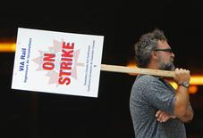 <p>A striking Via Rail locomotive engineer pickets at Central Station in Montreal July 24, 2009. REUTERS/Shaun Best</p>
