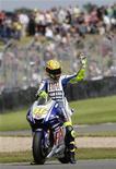 <p>Valentino Rossi oggi dopo la conquista della pole position. REUTERS/Darren Staples (BRITAIN SPORT MOTOR RACING)</p>