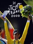 <p>Espanhol Alberto Contador comemora vitória na Volta da França. REUTERS/Bogdan Cristel</p>
