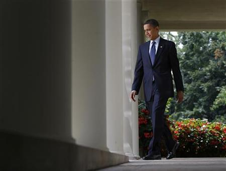 President Barack Obama walks from the Oval Office of the White House to the Rose Garden to speak on health care reform in Washington July 21, 2009. REUTERS/Jason Reed