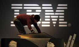 <p>Uno stand di IBM al CeBIT di Hannover. REUTERS/Hannibal Hanschke</p>