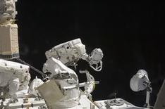 <p>Astronauts Tom Marshburn (L) and Christopher Cassidy (R), both STS-127 mission specialists, participate in the mission's fifth and final session of extravehicular activity in this NASA handout photo taken July 27, 2009. REUTERS/NASA/Handout</p>