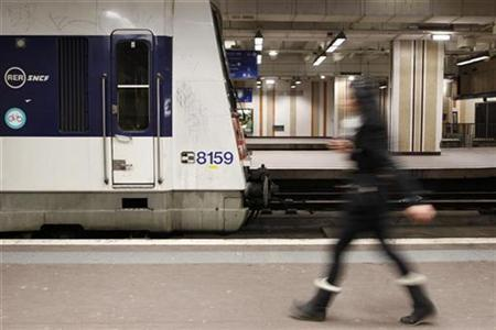 A commuter walks on a platform at Gare du Nord train station in Paris, January 29, 2009. REUTERS/Benoit Tessier