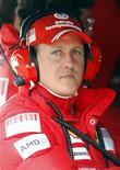 <p>Foto de arquivo do piloto da Ferrari Michael Schumacher em Montmelo. 11/03/2009. REUTERS/Albert Gea/Arquivo</p>