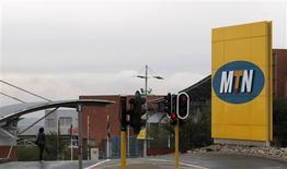 <p>Le sud-africain MTN et l'indien Bharti Airtel, opérateurs télécoms, prolongent d'un mois, jusqu'au 31 août, leurs discussions exclusives en vue d'une fusion, qui donnerait naissance au numéro trois mondial du secteur. /Photo d'archives/REUTERS/Mike Hutchings</p>