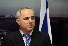 <p>Foto de archivo del ministro de Finanzas de Israel, Yuval Steinitz, durante una ceremonia en Jerusalén, 1 abr 2009. Israel reveló el lunes reducciones impositivas para compañías e individuos que inviertan en producciones cinematográficas locales, en un intento por promover la cultura israelí y su imagen en el extranjero. REUTERS/Ronen Zvulun</p>