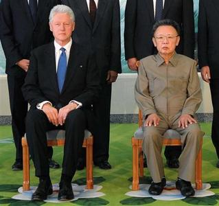 Former President Bill Clinton and North Korea's leader Kim Jong-il pose for a picture in Pyongyang in this photo released by North Korean official news agency KCNA August 4, 2009. REUTERS/KCNA
