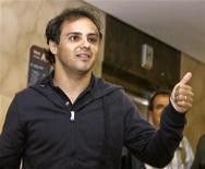 <p>Il ferrarista Felipe Massa ha lasciato oggi l'ospedale di San Paolo, dopo aver sostenuto ulteriori esami clinici, che hanno scongiurato il rischio di altre operazioni. REUTERS/Alex Almeida (BRAZIL SPORT MOTOR RACING)</p>