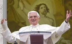 <p>Papa Bento 16 em sua audiência semanal em Castelgandolfo, perto de Roma. 05/08/2009. REUTERS/Chris Helgren</p>