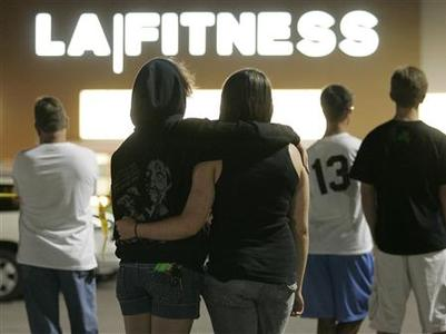 People wait behind police lines outside the LA Fitness gym in Bridgeville, Pennsylvania, August 4, 2009. REUTERS/Jason Cohn