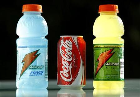 A can of Coca-Cola is pictured between two bottles of Gatorade in San Diego June 23, 2008. REUTERS/Mike Blake
