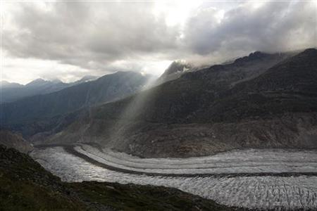 Aletsch glacier, the largest glacier in the Swiss Alps is seen on August 18, 2007. REUTERS/Stefan Wermuth