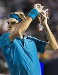 <p>Suíço Roger Federer na terceira rodada do Masters de Montreal. 11/08/2009. REUTERS/Christinne Muschi</p>