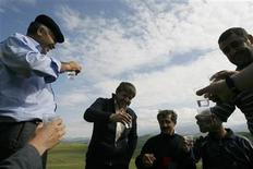 <p>Men drink vodka near the remote mountain village of Tsovkra-1, some 3,000 metres above sea level in Russia's Caucasus region of Dagestan August 20, 2007. REUTERS/Thomas Peter</p>