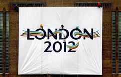 <p>Il logo dei Giochi di Londra 2012. REUTERS/Lee Besford ASA/CRB</p>