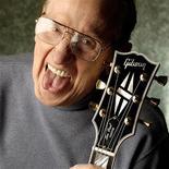 <p>Lenda da guitarra elétrica Les Paul, em foto de arquivo, morreu aos 94 anos nos EUA. REUTERS/Gene Martin/Gibson Guitars/Handout</p>