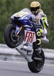 <p>Valentino Rossi sul circuito Masaryk a Brno. REUTERS/Petr Josek</p>