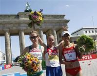 <p>Il podio della 20 km di marcia femminile ai Mondiali di atletica.. REUTERS/Fabrizio Bensch</p>