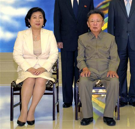 North Korean leader Kim Jong-il (R) poses with South Korea's Hyundai Group chairwoman Hyun Jeong-eun during their meeting at an undisclosed location in North Korea August 16, 2009, in this picture released by the north's official news agency KCNA. REUTERS/KCNA