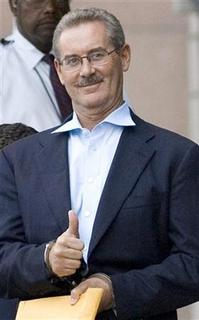 Texas billionaire Allen Stanford gives members of the media a thumbs up as he leaves the Bob Casey Federal courthouse in the custody of U.S. Marshals in Houston June 29, 2009. REUTERS/Steve Campbell