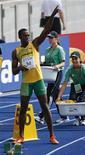 <p>Usain Bolt prima della partenza della batteria dei 200 metri ai mondiali di Berlino. REUTERS/Fabrizio Bensch</p>