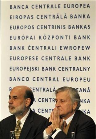 Federal Reserve President Ben Bernanke (L) sits next to his European Central Bank counterpart Jean-Claude Trichet prior to their meeting at the fifth European Central Banking Conference in Frankfurt in this November 14, 2008 file photo. REUTERS/Kai Pfaffenbach