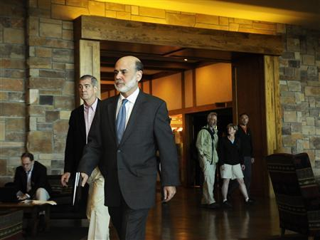 Federal Reserve Chairman Ben Bernake walks through the lobby of Jackson Lake Lodge as he enters the Federal Reserve's Jackson Hole Economic Symposium in Wyoming, August 21, 2009. REUTERS/Price Chambers