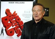 "<p>O ator Robin Williams posa durante o lançamento de seu novo filme ""World's Greatest Dad"" em Los Angeles. REUTERS/Fred Prouser</p>"