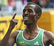 <p>O etíope Kenenisa Bekele comemora sua vitória na prova masculina dos 5 mil metros em Berlim. REUTERS/Dominic Ebenbichler</p>