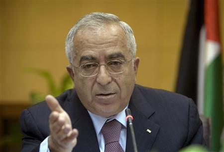 Palestinian Prime Minister Salam Fayyad holds a news conference in his office in the West Bank city of Ramallah August 25, 2009. REUTERS/Fadi Arouri