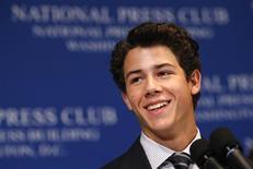 <p>Nick Jonas discursa sobre diabetes no National Press Club em Washington. 24/08/2009. REUTERS/Kevin Lamarque</p>
