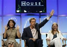 "<p>Cast member Hugh Laurie (C) gestures next to co-stars Lisa Edelstein (L) and Jennifer Morrison during the panel for the FOX television series ""House M.D."" at the Television Critics Association Summer Press Tour in Beverly Hills, California, July 23, 2007. REUTERS/Mario Anzuoni</p>"