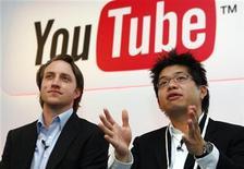 <p>Foto de archivo de Chad Hurley (izquierda en la imagen) y Steve Chen, co-fundadores de YouTube, tras una conferencia de prensa en París, 19 jun 2007. Foto de archivo de Chad Hurley (izquierda en la imagen) y Steve Chen, co-fundadores de YouTube, tras una conferencia de prensa en París, 19 jun 2007 REUTERS/Philippe Wojazer</p>