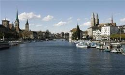 <p>A general view taken on April 20, 2008 shows the Swiss city of Zurich and the Limmat River. REUTERS/Arnd Wiegmann</p>