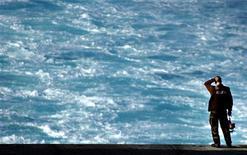 <p>La justice néerlandaise a mis son veto au projet de tour du monde à voile et en solitaire d'une jeune fille de 13 ans. /Photo d'archives/REUTERS</p>