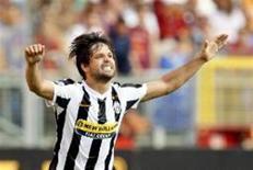 <p>Meio-campista Diego, do Juventus, rouba cena em partida pelo Campeonato Italiano, com dois gols na vitória por 3 a 1 sobre a Roma neste domingo. REUTERS/Giampiero Sposito</p>