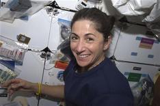 <p>L'astronauta Nicole Stott, che si unirà all'equipaggio della Stazione Spaziale Internazionale. REUTERS/NASA/Handout</p>