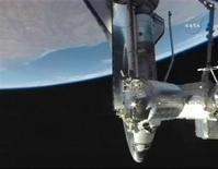 <p>The Space Shuttle Discovery docked with the International Space Station in this image captured from NASA TV August 30, 2009. REUTERS/NASA TV</p>