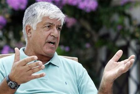 The new CEO of American International Group Inc Robert Benmosche speaks during an interview with Reuters in the garden of his Adriatic seafront villa in Dubrovnik, Croatia, August 26, 2009. REUTERS/Nikola Solic