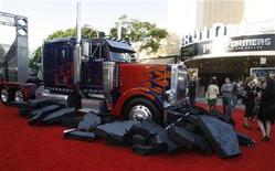 "<p>Transformers character Optimus Prime, is displayed as a full size cab from a tractor trailer truck at the start of the red carpet at the Los Angeles premiere of ""Transformers: Revenge of the Fallen"" June 22, 2009. REUTERS/Fred Prouser</p>"